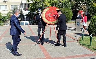 Salihli'de Cumhuriyet Bayramı kutlamaları çelenk sunumuyla başladı