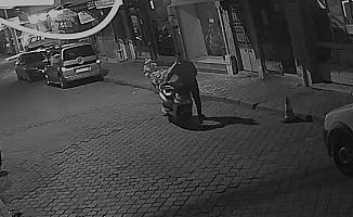 Elektrikli bisiklet hırsızlığı güvenlik kamerasına yansıdı