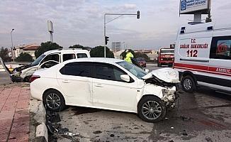 Bir anlık dikkatsizlik kazaya neden oldu: 2 yaralı