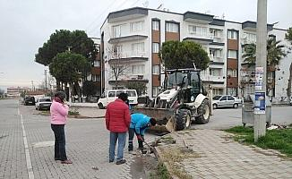"""Mahalle muhtarından vatandaşlara """"Yağmursuyu ızgaralarını temiz tutalım"""" çağrısı"""