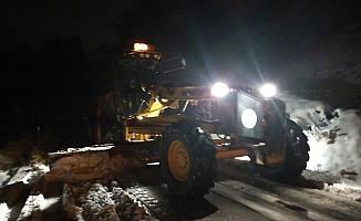 Manisa'da karla mücadele gece boyunca devam etti
