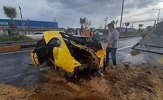 Refüje çıkan otomobil hurdaya döndü: 1 yaralı