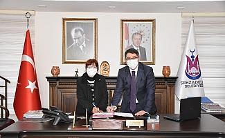 Şehzadeler Belediyesi'nde imzalar sokak hayvanları için atıldı