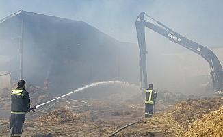 Çiftlikte çıkan yangında bin 200 ton saman kül oldu