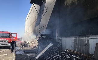 Manisa'da mobilya fabrikasında korkutan yangın