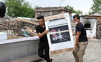 Manisa Büyükşehir'den evi yanan ailelere destek