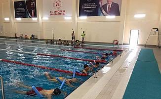 Kula'da 800 öğrenciye yüzme kursu