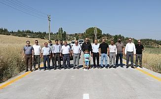 Beton yol Gördes'le Salihli'yi birbirine bağlıyor