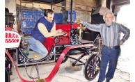 At arabaları tükenince  faytonla nostaljiyi yaşatıyor