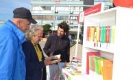 Salihli'de 'Sokak Kütüphanesi' açıldı