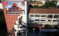 Şehzadeler Belediyesinden posterli ve bayraklı tepki